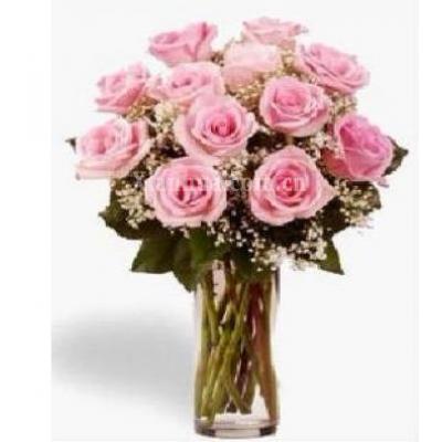 阿联酋Vase of 12 Pink roses